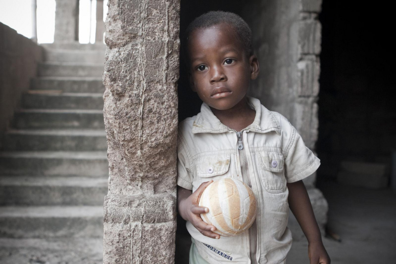 Child with ball (before shot)