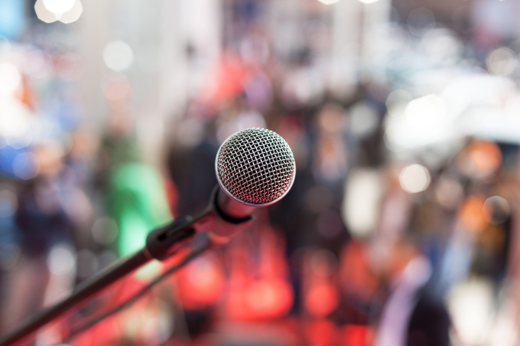 Microphone in front of blurred audience