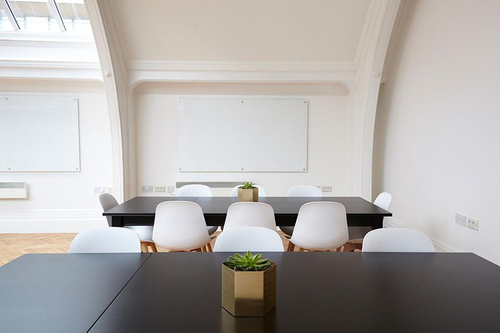 How to set up an affordable office space