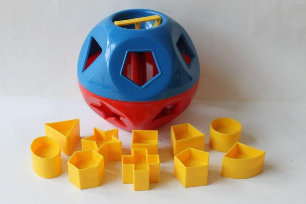 Child shape sorter toy, an analogy to sorting the right arguments by type when passing them into a function