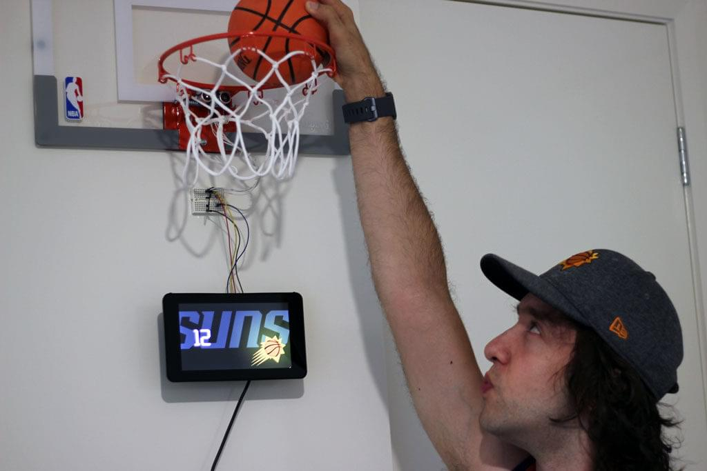 Patrick Catanzariti using his mini-basketball loop with scoreboard